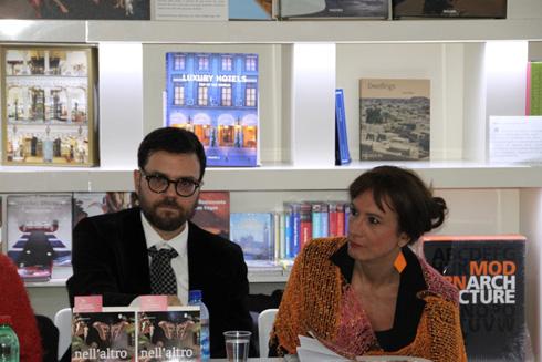 L'autore e Vladimir Luxuria in occasione della presentazione di Nell'altro